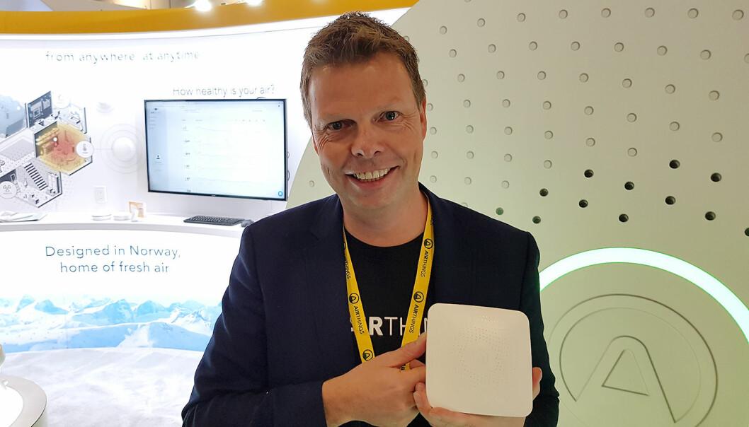 I januar 2020 møtte vi Airthings-sjef Øyvind Birkenes på CES-messen i Las Vegas. Da viste han blant annet Hub. Foto: Jan Røsholm