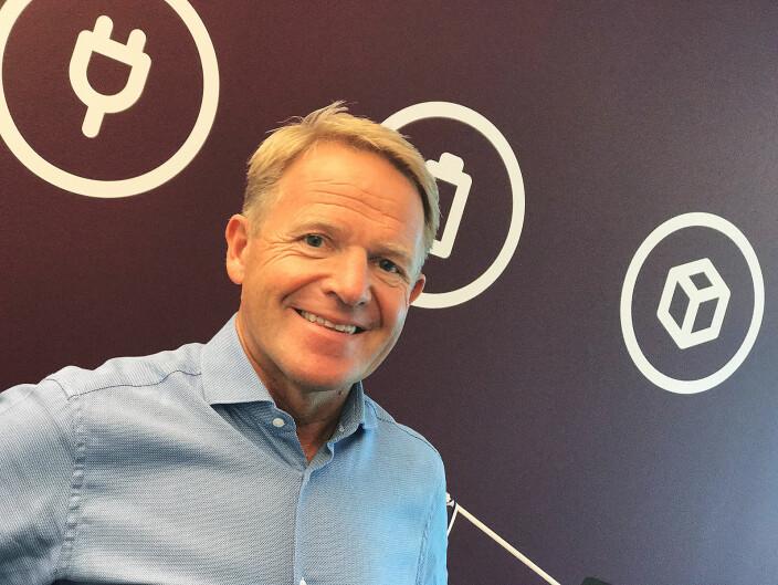 Direktør Stig Ervik i returselskapet Norsirk sier de fortsatt ser mange kjøleskap med ozonødeleggende gasser bli levert til gjenvinning. Foto: Norsirk