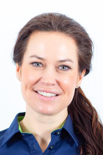 Camilla Skjelsbæk Gramstad, bærekraftsansvarlig i Elkjøp, sier de butikkansatte har fått opplæring og er klare til å veilede kundene i de nye energimerkene. Foto: Elkjøp