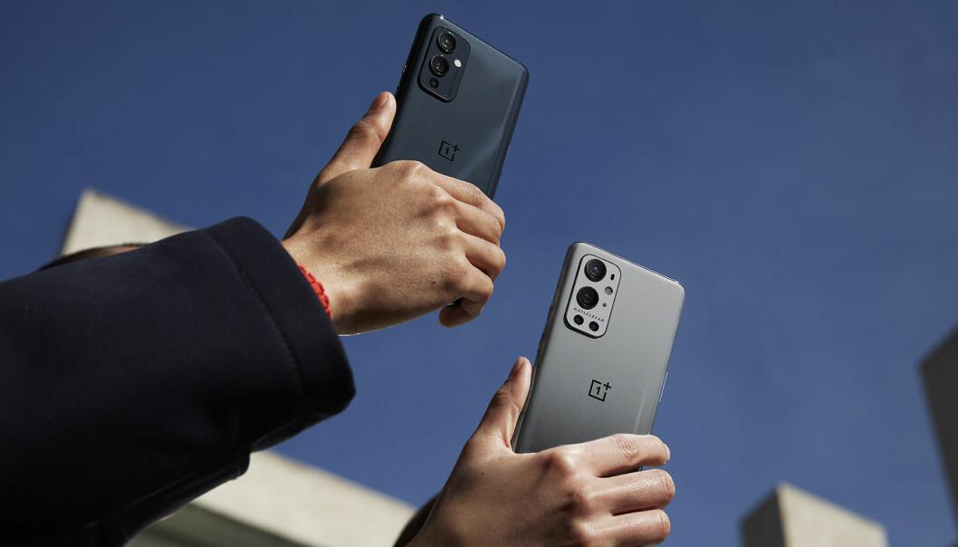 OnePlus 9 Pro (t. h.) koster med 5G fra 9.900-10.900, mens OnePlus 9 med 5G koster 7.900-8.900 kroner. Foto: OnePlus