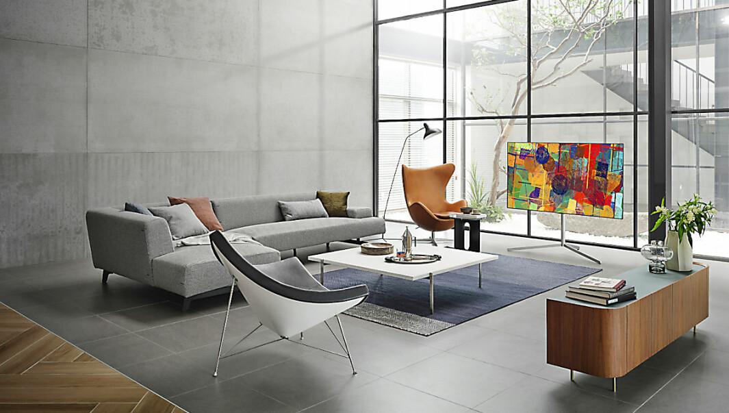 Nye Gallery Stand 2 et nytt monteringsalternativ til Gallery Design-festet, for de som ønsker mer fleksibilitet i hvordan de setter opp TVen. Foto: LG
