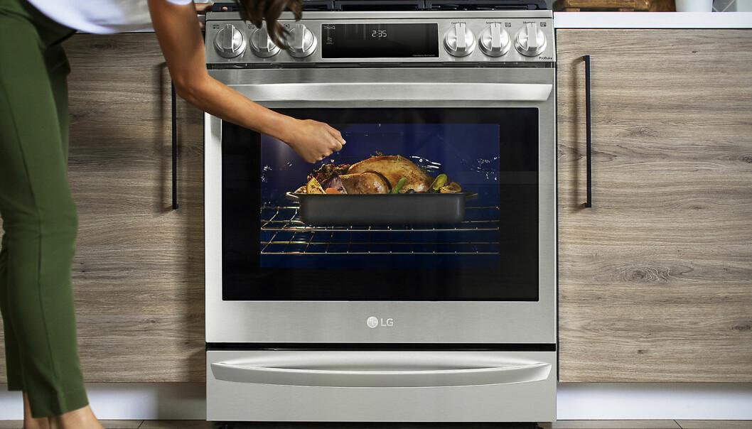 LG tar InstaView-teknologien videre i sin nye air sous vide-ovn, som lar kunden styre både temperatur og luftstrøm. Foto: LG