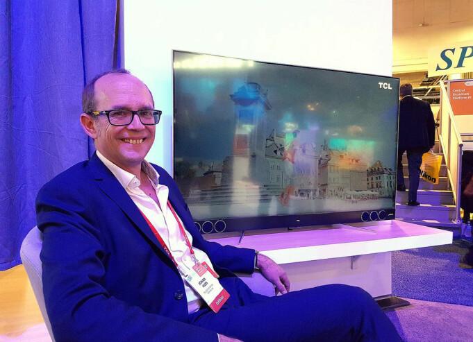 Johan Huss, TCLs salgssjef for Norden, Storbritannia og Baltikum, mener kundene etterspør mini-led-teknologien når de skal kjøpe ny TV. Foto: Marte Ottemo