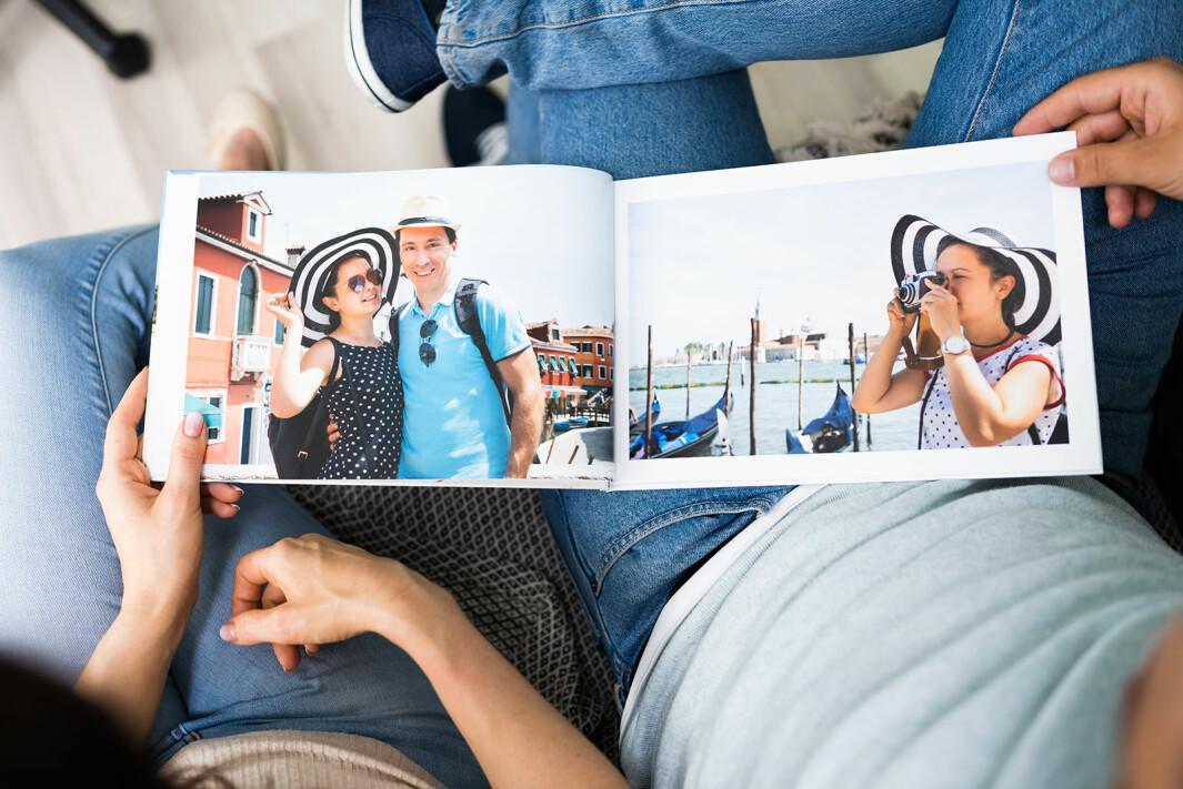 Salget av fotobøker og papirbilder øker kraftig i starten av 2021. Foto: iStockPhoto/ AndreyPopov