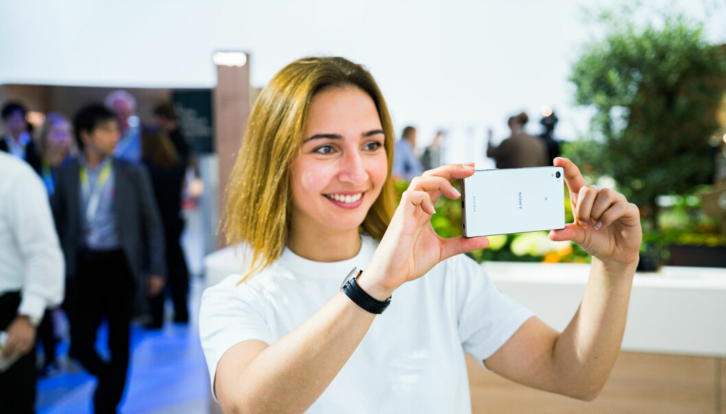 Mobilen har for mange blitt det foretrukne kameraet. Foto: Sony