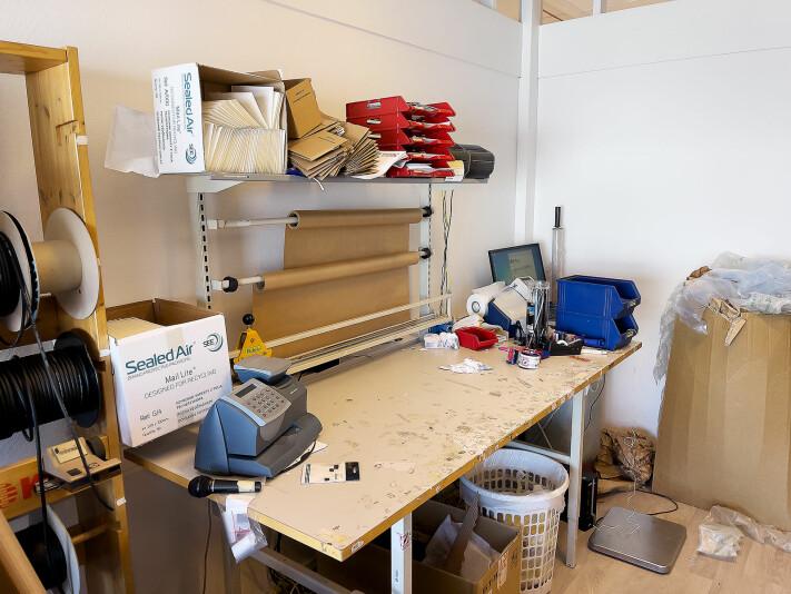 Gjøvik musikkhandel har egen pakkedisk. Foto: Stian Sønsteng