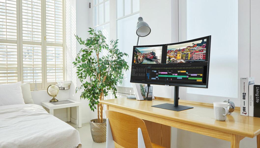 Stadig flere lager seg hjemmekontor, og det vises på bransjens salgstall. Foto: Samsung