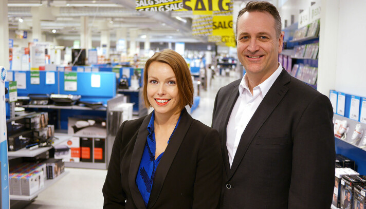 Kommunikasjonssjef Marte Ottemo og administrerende direktør Jan Røsholm i Stiftel-sen Elektronikkbransjen ser fortsatt vekst i elektronikksalget. Foto: Stian Sønsteng.