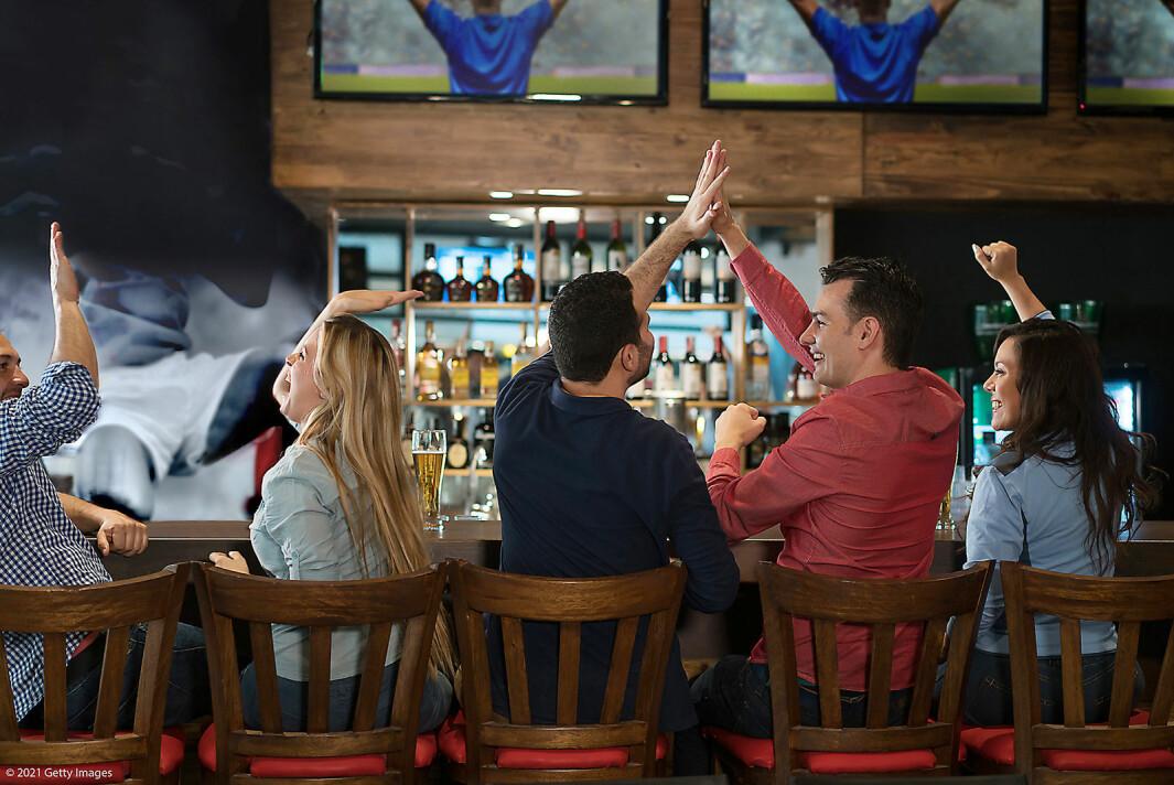En eksklusiv avtale innebærer at puber og restauranter som vil vise sportssendinger fra TV 2 må ha en avtale med Allente. Foto: Allente