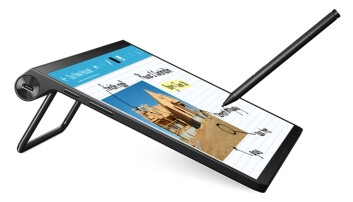 Yoga Tab 13 kommer med en stor mobilskjerm og har et kantdesign som gjør at nettbrettet kan brukes i flere posisjoner. Foto: Lenovo