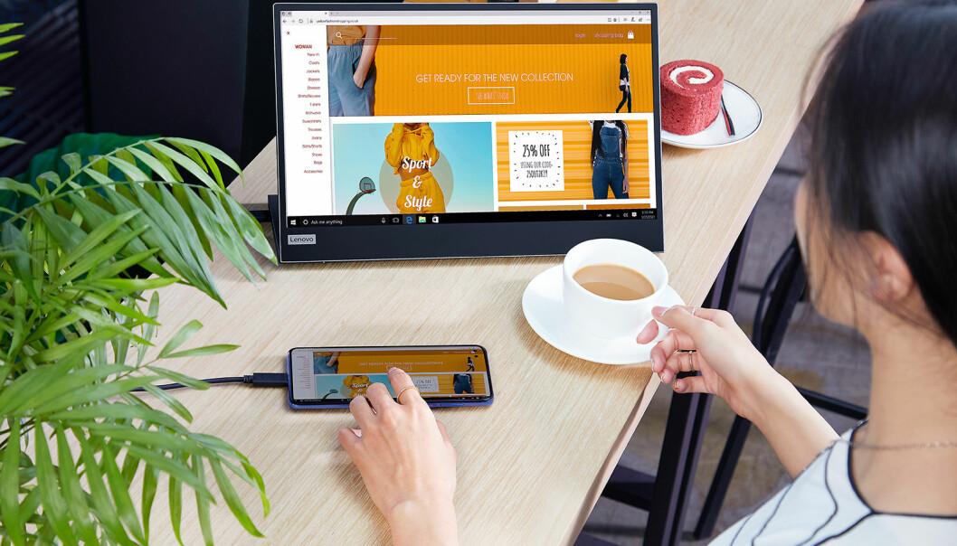 Den bærbare skjermen Lenovo L15 Mobile Monitor som skal være lett å ha med seg på farten. Foto: Lenovo