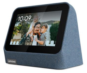 Nattbordsklokken Smart Clock 2 har fått nytt design og trådløs ladestasjon. Foto: Lenovo